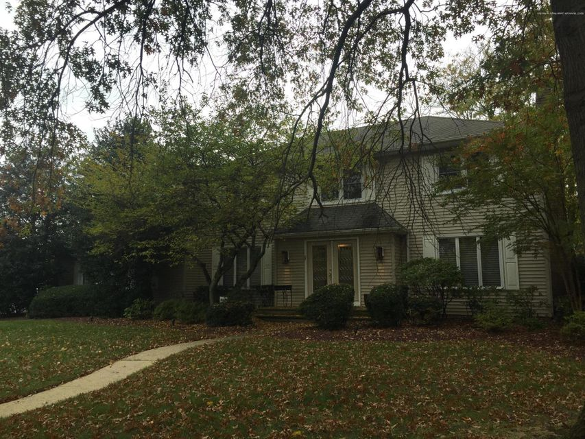 独户住宅 为 销售 在 17 Woods Road 17 Woods Road 朗布兰奇, 新泽西州 07764 美国