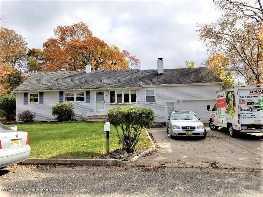 3 BR RANCH W/OVERWIDE DRIVE