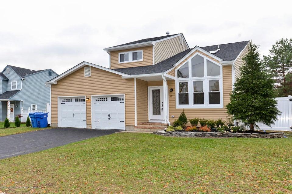 Maison unifamiliale pour l Vente à 12 Sami Drive 12 Sami Drive Howell, New Jersey 07731 États-Unis