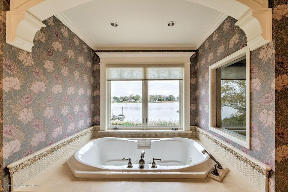 036_MASTER BATHROOM