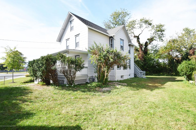 Maison unifamiliale pour l à louer à 1327 10th Avenue 1327 10th Avenue Neptune, New Jersey 07753 États-Unis