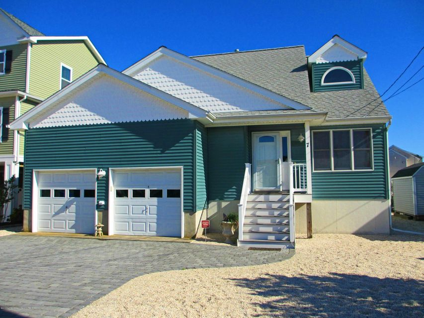 Single Family Home for Rent at 7 Nancy Drive 7 Nancy Drive Beach Haven West, New Jersey 08050 United States