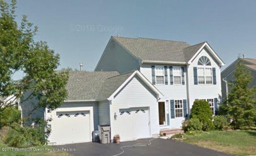 Maison unifamiliale pour l Vente à 10 Crater Lake Road 10 Crater Lake Road Howell, New Jersey 07731 États-Unis