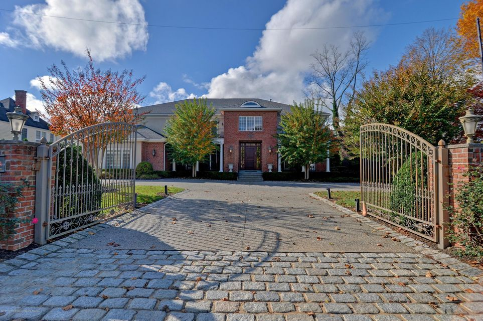 Villa per Vendita alle ore 72 Norwood Avenue 72 Norwood Avenue Elberon, New Jersey 07740 Stati Uniti