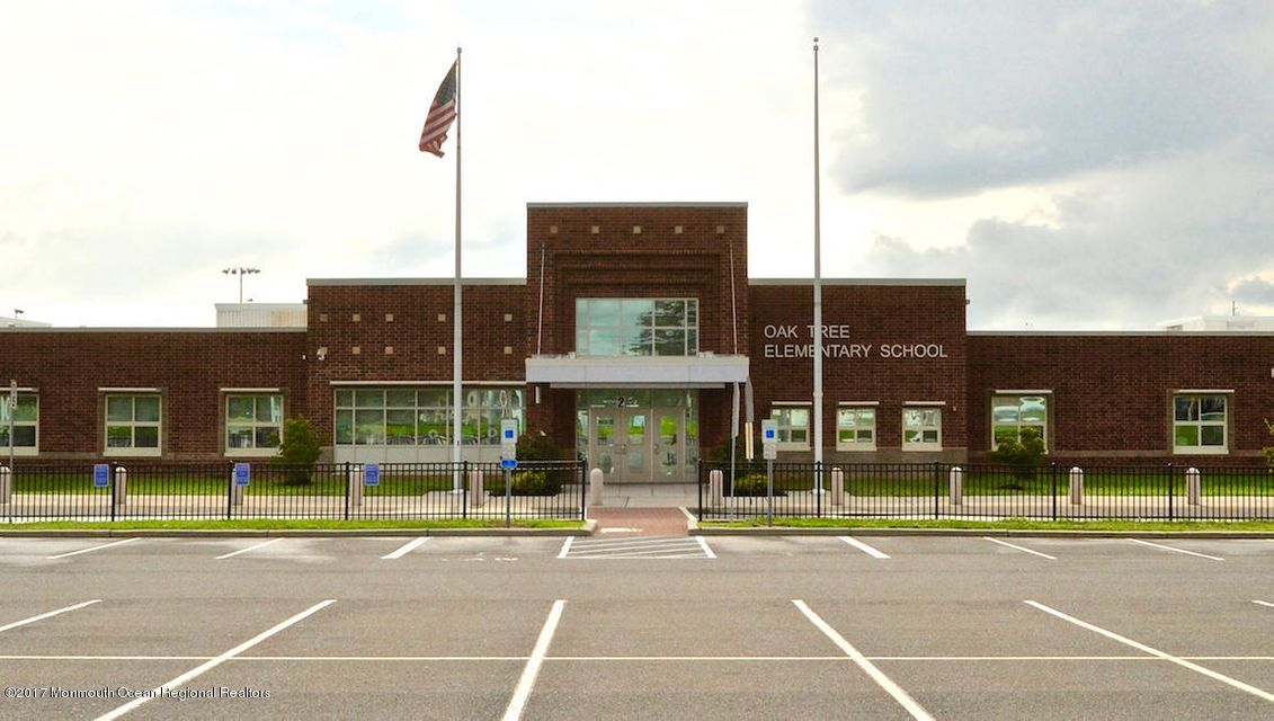 Oak Tree Elementary School