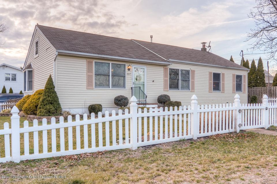 Single Family Home for Rent at 807 Northstream Parkway 807 Northstream Parkway Point Pleasant, New Jersey 08742 United States