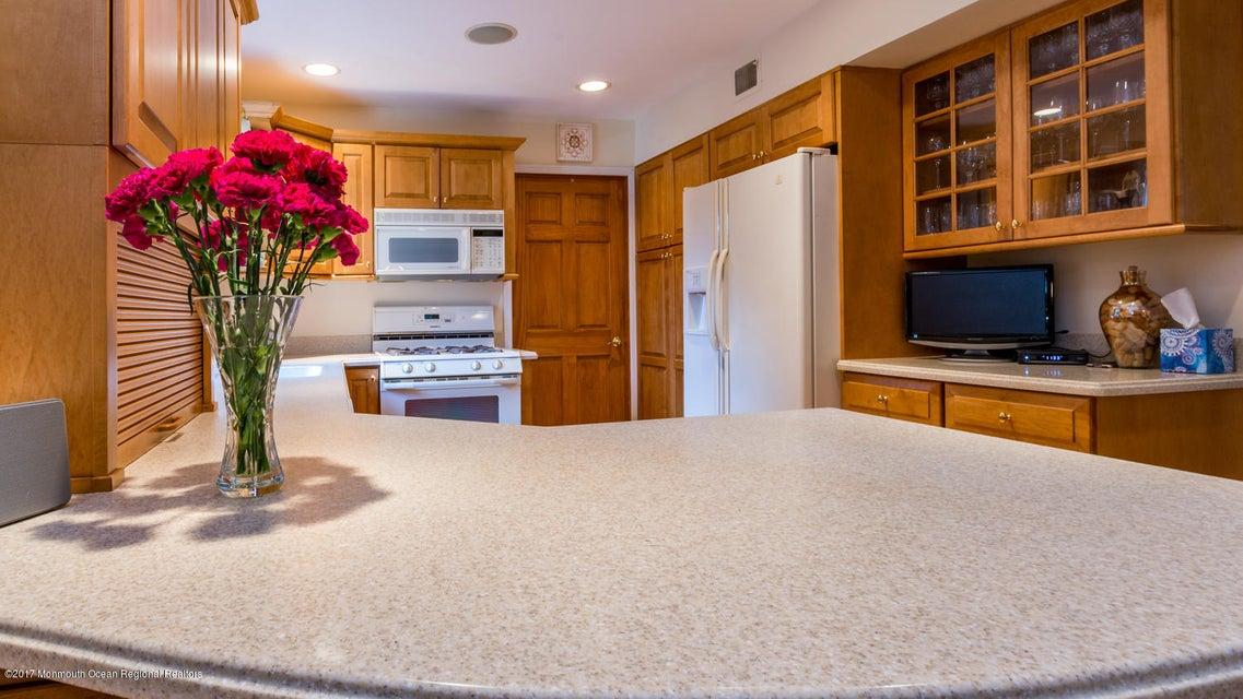Additional photo for property listing at 4 Ferland Lane 4 Ferland Lane Aberdeen, New Jersey 07747 Hoa Kỳ