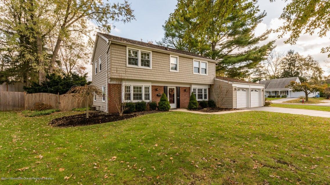 Einfamilienhaus für Verkauf beim 4 Ferland Lane 4 Ferland Lane Aberdeen, New Jersey 07747 Vereinigte Staaten