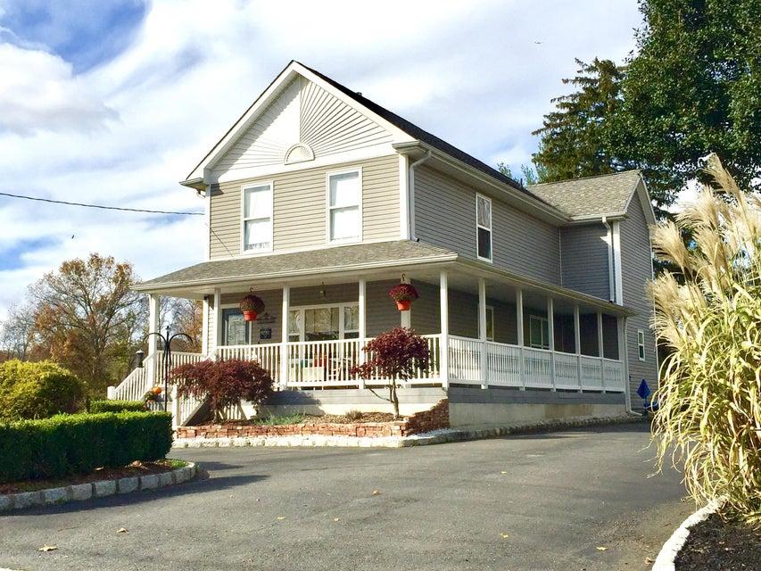 Casa para uma família para Venda às 45 Railroad Avenue 45 Railroad Avenue Helmetta, Nova Jersey 08828 Estados Unidos