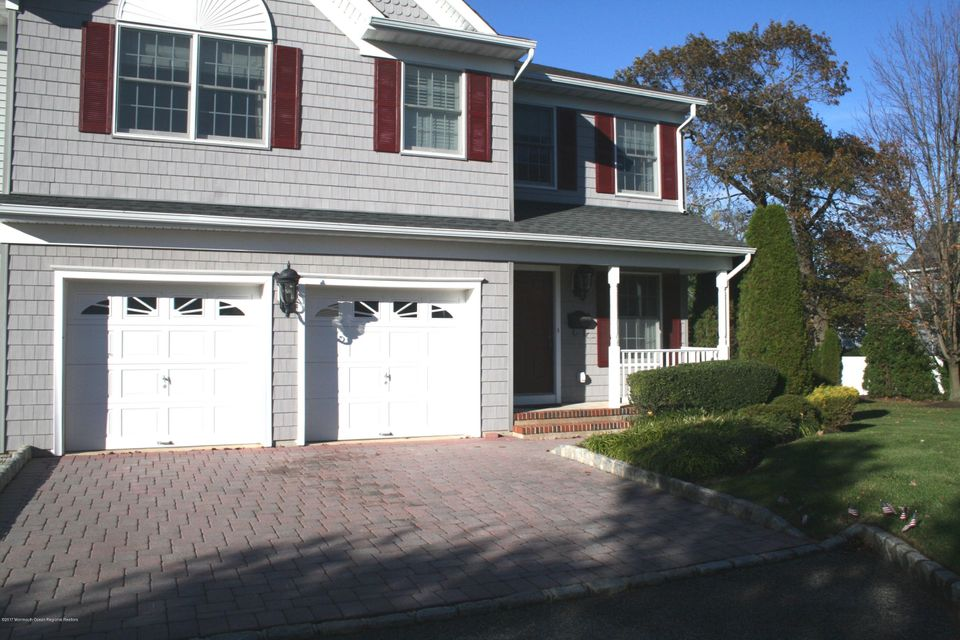 Maison unifamiliale pour l Vente à 4 Oceanside Court 4 Oceanside Court Spring Lake Heights, New Jersey 07762 États-Unis