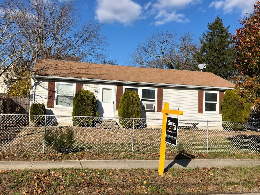 Single Family Home for Sale at 113 Pine Street 113 Pine Street Lakehurst, New Jersey 08733 United States