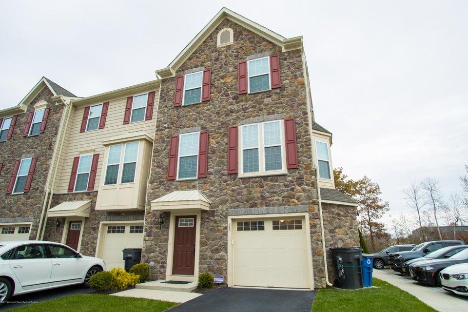Nhà ở một gia đình vì Bán tại 38 Phillip E. Frank Way 38 Phillip E. Frank Way Aberdeen, New Jersey 07747 Hoa Kỳ