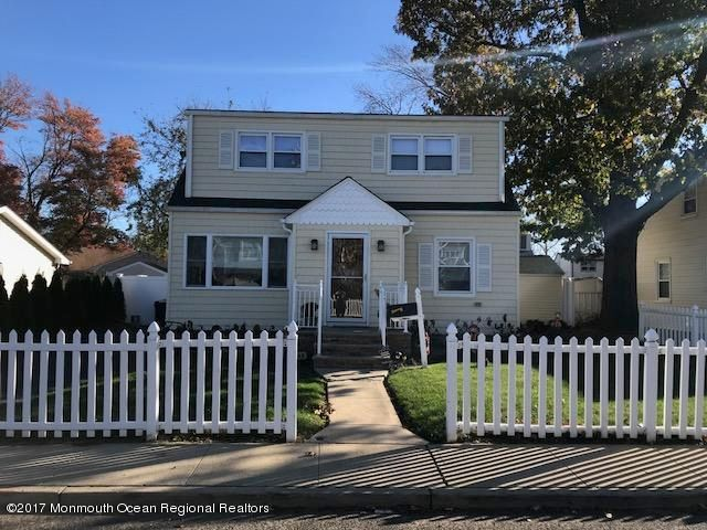 Maison unifamiliale pour l Vente à 143 Main Street 143 Main Street Port Monmouth, New Jersey 07758 États-Unis