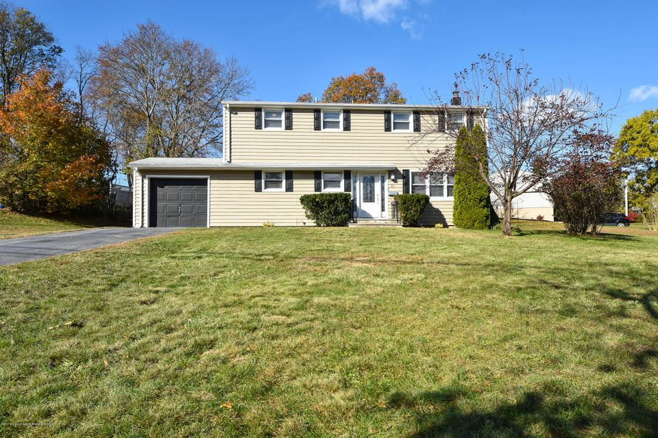 Single Family Home for Sale at 15 Thomas Road 15 Thomas Road East Brunswick, New Jersey 08816 United States