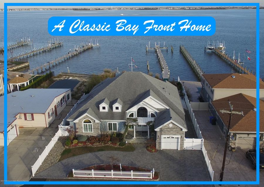 Maison unifamiliale pour l Vente à 565 Long Point Drive 565 Long Point Drive Toms River, New Jersey 08753 États-Unis