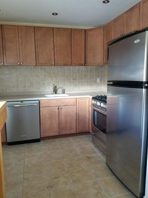 公寓 为 出租 在 16b Laurel Place 16b Laurel Place 伊顿敦, 新泽西州 07724 美国