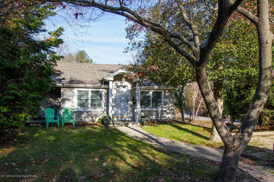 Single Family Home for Rent at 711 River Road 711 River Road Fair Haven, New Jersey 07704 United States