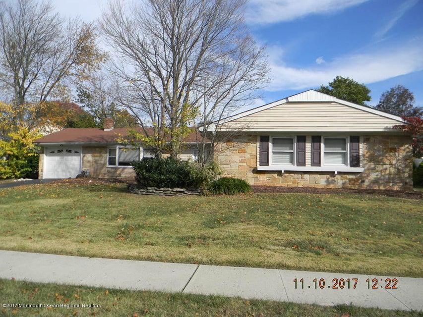 Nhà ở một gia đình vì Bán tại 43 Idlewild Lane 43 Idlewild Lane Aberdeen, New Jersey 07747 Hoa Kỳ
