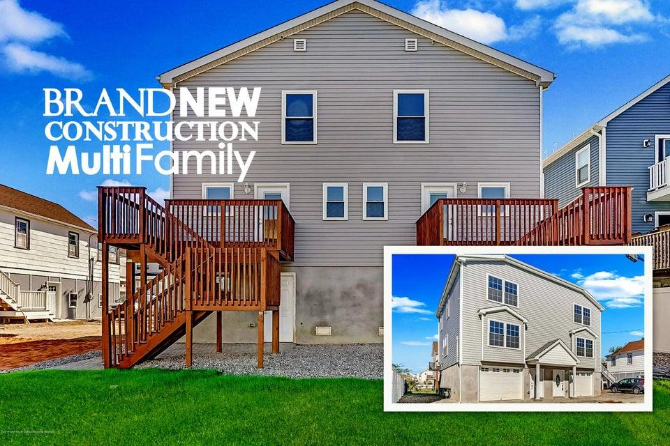 Casa Multifamiliar por un Venta en 703 Bayview Avenue 703 Bayview Avenue Union Beach, Nueva Jersey 07735 Estados Unidos