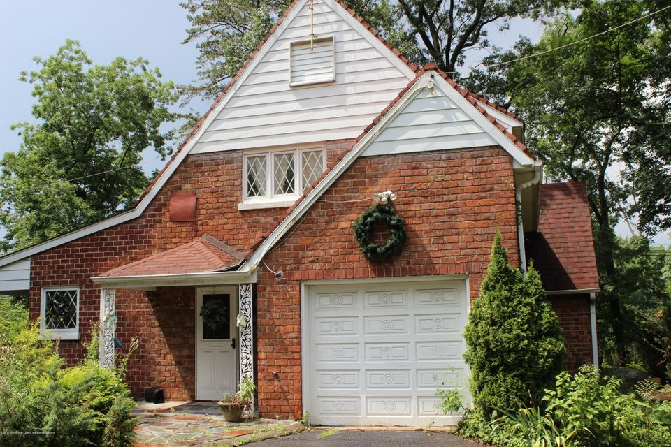 Einfamilienhaus für Verkauf beim 375 Chain O Hills Road 375 Chain O Hills Road Colonia, New Jersey 07067 Vereinigte Staaten