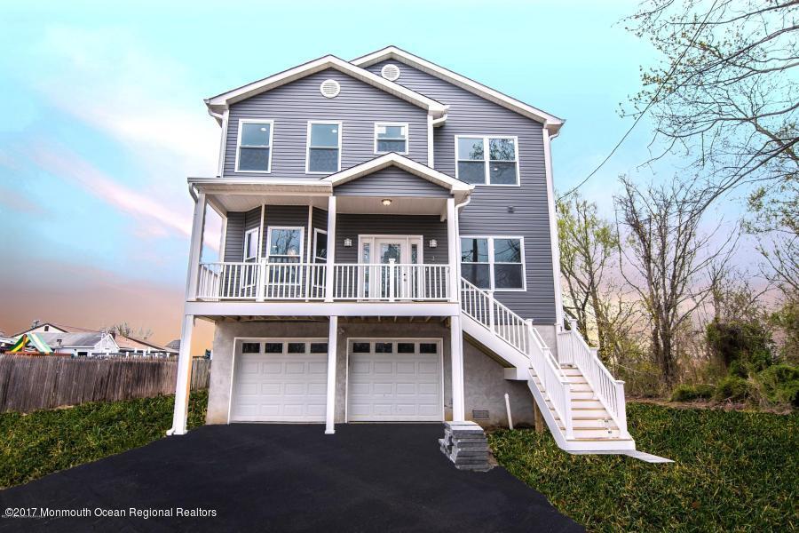 独户住宅 为 销售 在 10 Chomic Place 10 Chomic Place 尤宁海滩, 新泽西州 07735 美国