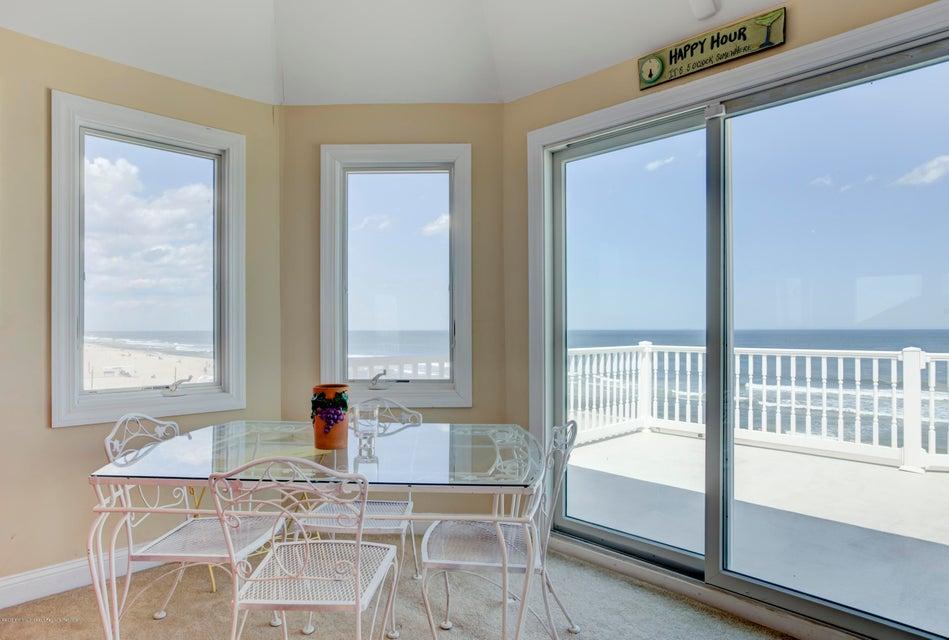 Casa Unifamiliar por un Alquiler en 3152 Ocean Road 3152 Ocean Road Lavallette, Nueva Jersey 08735 Estados Unidos