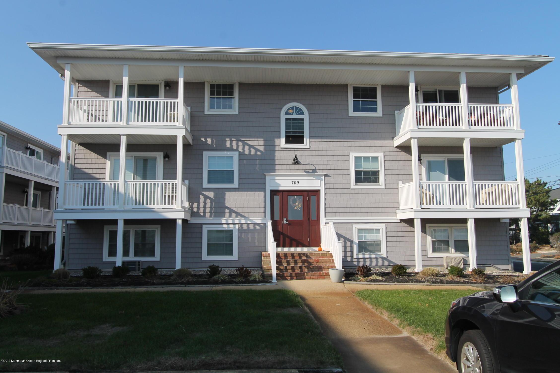 Casa Unifamiliar por un Venta en 709 Ocean Avenue 709 Ocean Avenue Avon, Nueva Jersey 07717 Estados Unidos