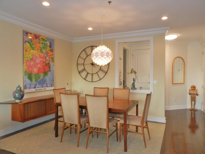 Dining room/Foyer