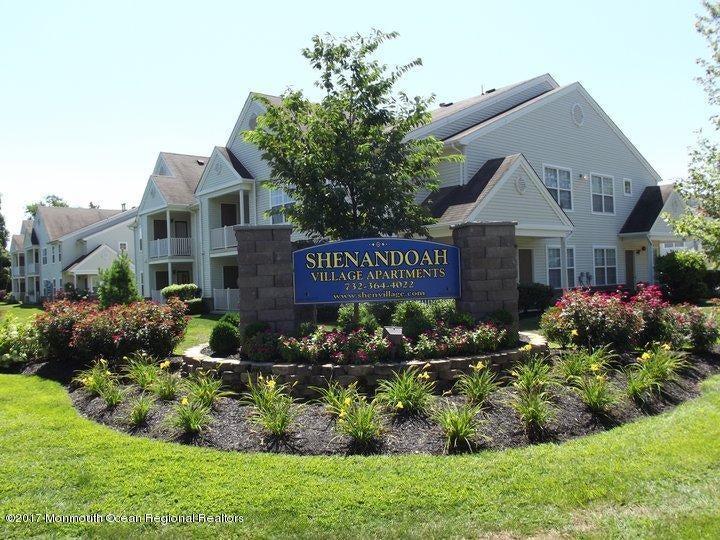 公寓 为 出租 在 202 Susan Drive 202 Susan Drive 莱克伍德, 新泽西州 08701 美国