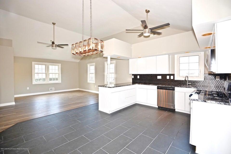 独户住宅 为 销售 在 150 Mabel Avenue 150 Mabel Avenue 莱昂纳多, 新泽西州 07737 美国
