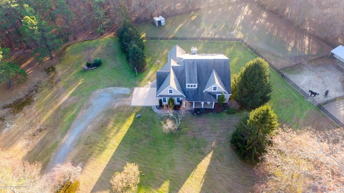 Einfamilienhaus für Verkauf beim 395 Ely Harmony Road 395 Ely Harmony Road Freehold, New Jersey 07728 Vereinigte Staaten