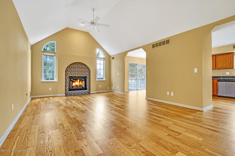 独户住宅 为 销售 在 336 Cable Avenue 336 Cable Avenue Beachwood, 新泽西州 08722 美国