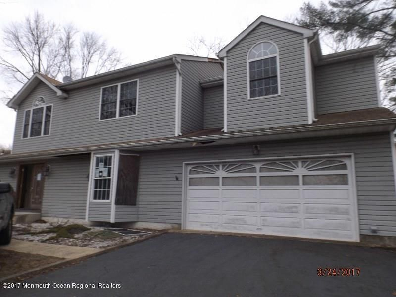 Maison unifamiliale pour l Vente à 14 Wilson Drive 14 Wilson Drive Howell, New Jersey 07731 États-Unis