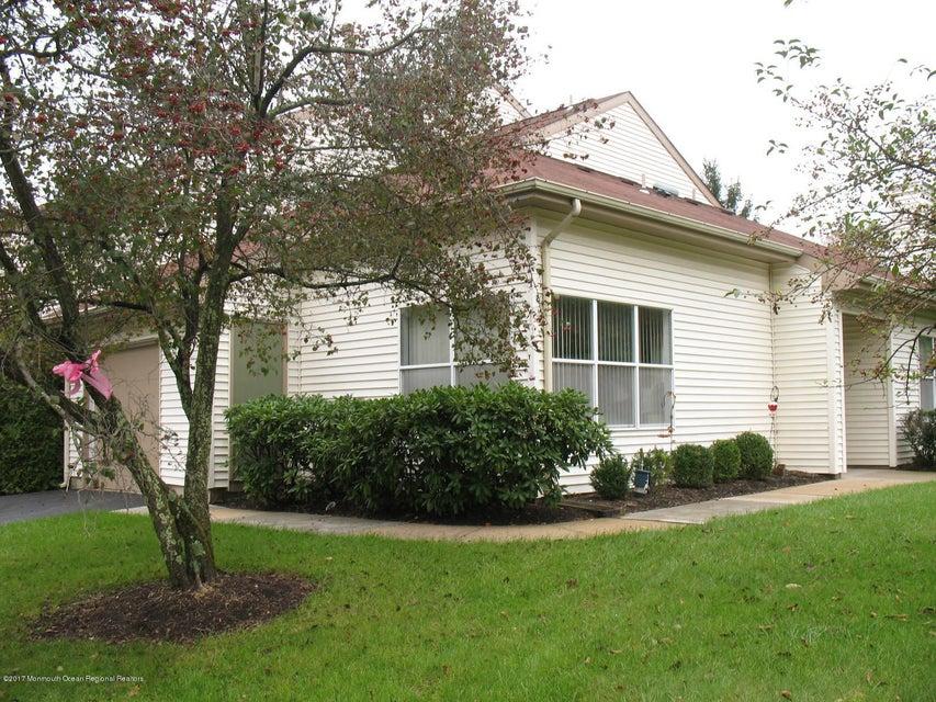 獨棟家庭住宅 為 出售 在 496 Bayberry Court 496 Bayberry Court Englishtown, 新澤西州 07726 美國