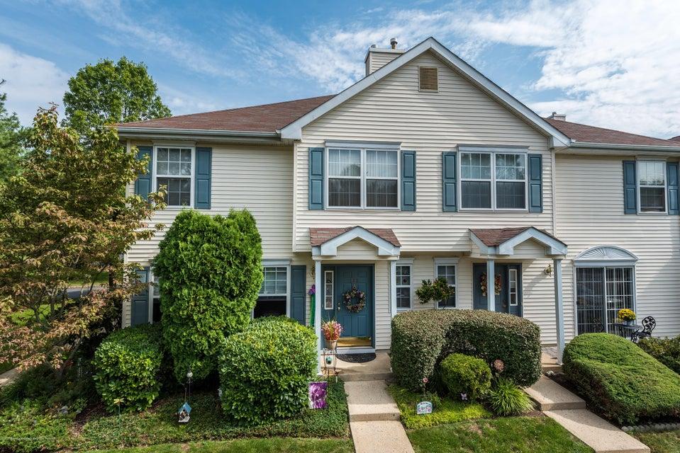 共管式独立产权公寓 为 出租 在 883 Crimson Court 883 Crimson Court 摩根维尔, 新泽西州 07751 美国