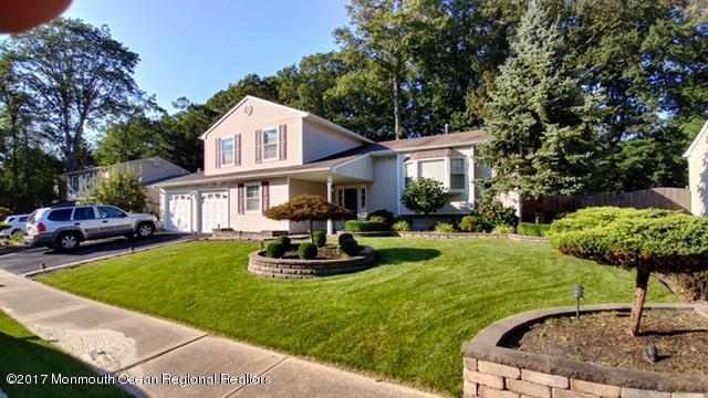 Maison unifamiliale pour l Vente à 4 Hazelwood Court 4 Hazelwood Court Howell, New Jersey 07731 États-Unis