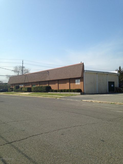 Commercial pour l Vente à 800 State Route 71 800 State Route 71 Spring Lake Heights, New Jersey 07762 États-Unis