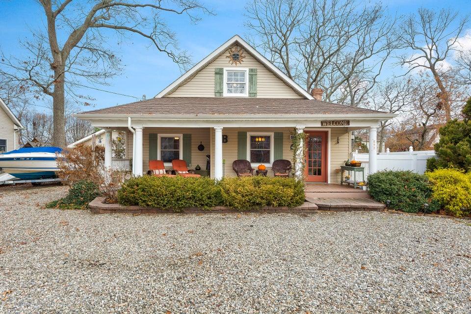 Casa Unifamiliar por un Venta en 636 Springfield Avenue 636 Springfield Avenue Pine Beach, Nueva Jersey 08741 Estados Unidos