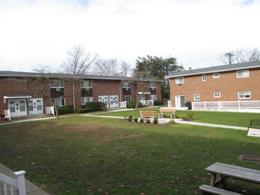 Apartamento por un Alquiler en 240 Lincoln Avenue 240 Lincoln Avenue Elberon, Nueva Jersey 07740 Estados Unidos