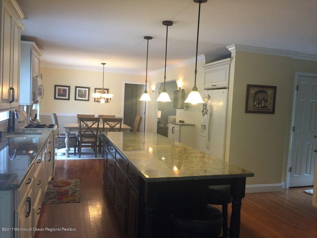 Maison unifamiliale pour l Vente à 117 Iler Drive 117 Iler Drive Middletown, New Jersey 07748 États-Unis