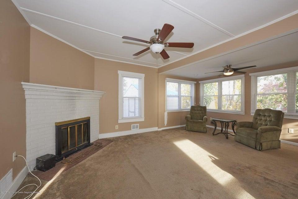 独户住宅 为 销售 在 114 Chamone Avenue 114 Chamone Avenue 莱昂纳多, 新泽西州 07737 美国