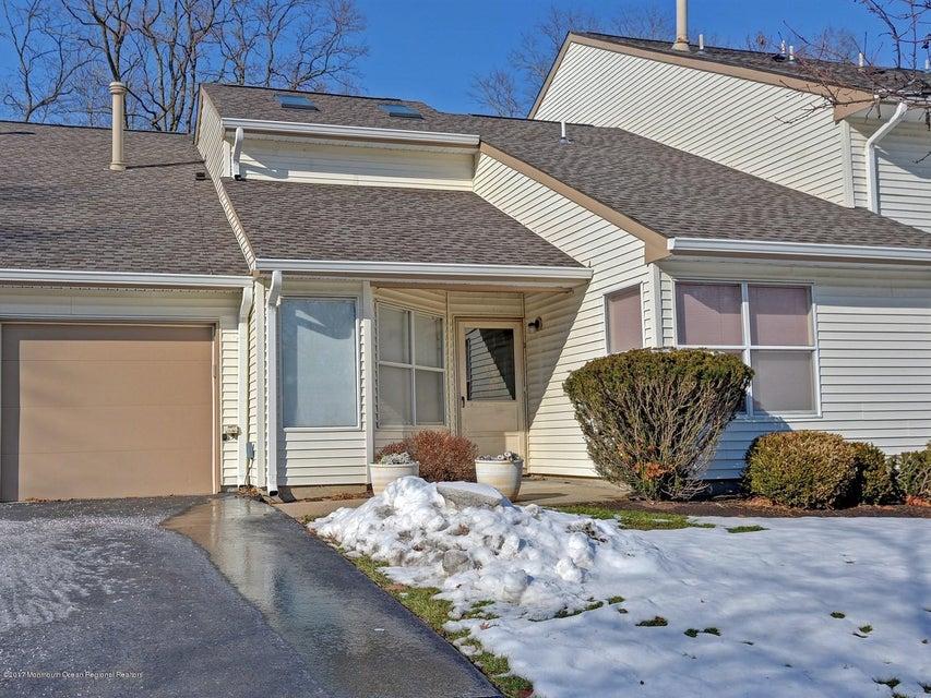 獨棟家庭住宅 為 出售 在 382 Bayberry Court 382 Bayberry Court Englishtown, 新澤西州 07726 美國