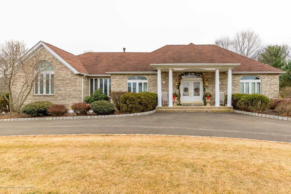 단독 가정 주택 용 매매 에 1 Fox Hill Drive 1 Fox Hill Drive Perrineville, 뉴저지 08535 미국