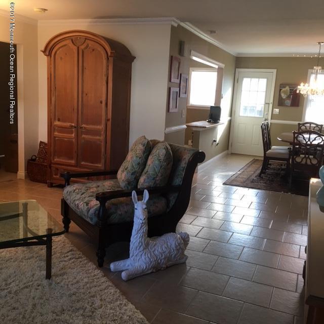 共管式独立产权公寓 为 出租 在 123 White Street 123 White Street 伊顿敦, 新泽西州 07724 美国