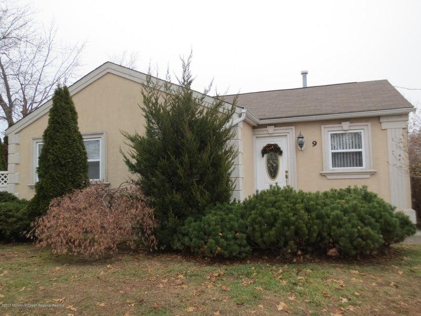 Nhà ở một gia đình vì Bán tại 9 Dolan Avenue 9 Dolan Avenue Aberdeen, New Jersey 07747 Hoa Kỳ