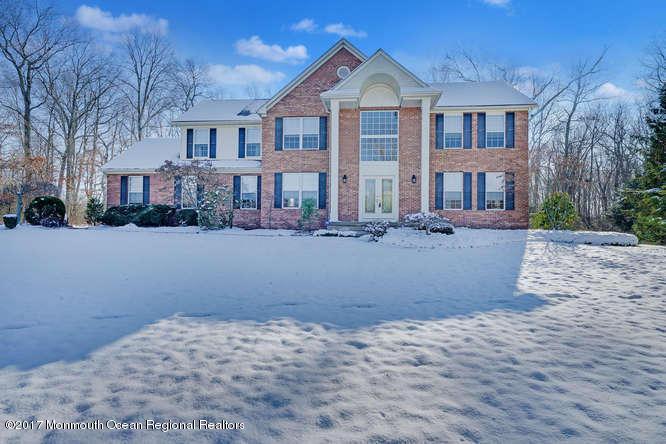 Einfamilienhaus für Verkauf beim 7 Tower Court 7 Tower Court Farmingdale, New Jersey 07727 Vereinigte Staaten