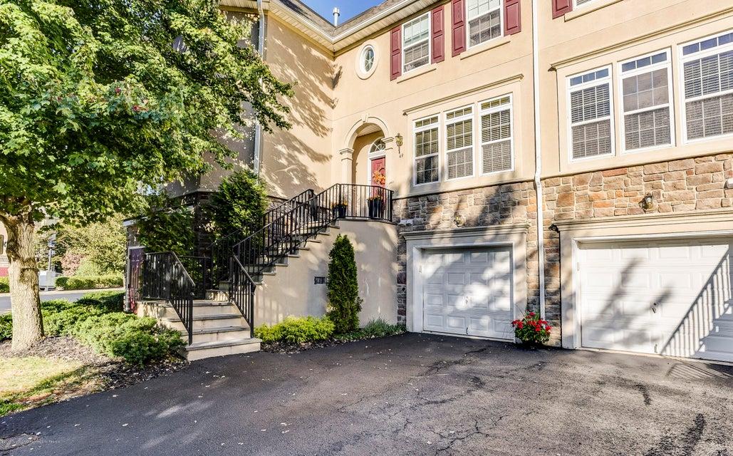 Nhà ở một gia đình vì Bán tại 49 Aspen Way 49 Aspen Way Aberdeen, New Jersey 07747 Hoa Kỳ