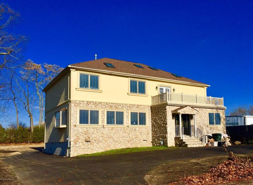 Maison unifamiliale pour l Vente à 4 Berger Avenue 4 Berger Avenue Oakhurst, New Jersey 07755 États-Unis
