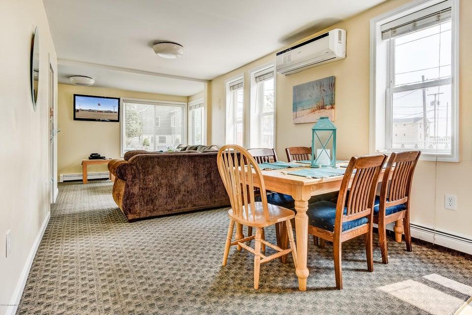 Casa Unifamiliar por un Alquiler en 25 L Street 25 L Street Seaside Park, Nueva Jersey 08752 Estados Unidos