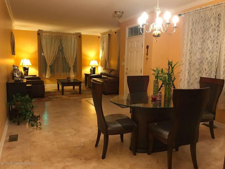 Casa para uma família para Venda às 32 Vincent Behan Boulevard 32 Vincent Behan Boulevard Edison, Nova Jersey 08837 Estados Unidos